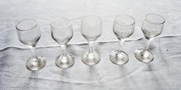 anciens-verres-a-digestif-a-effet-optique