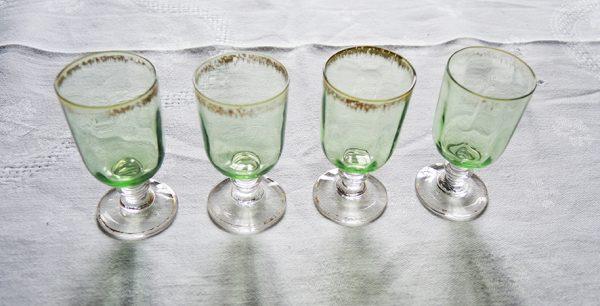 anciens-verres-a-digestif-verts
