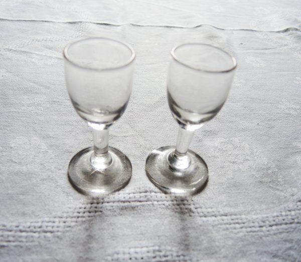 anciens-verres-a-digestif-epures
