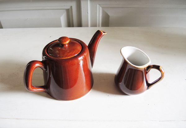 anciens-theiere-et-pot-a-lait-bistrot-marron