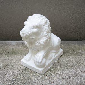 Décoration de Portail Vintage : Lion Assis avec Boule