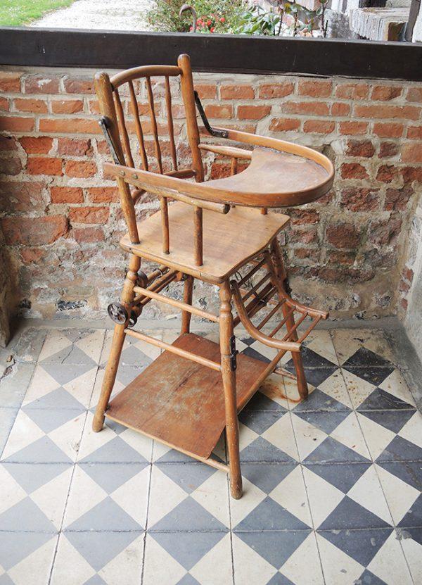 ancienne-chaise-haute-bebe-en-bois