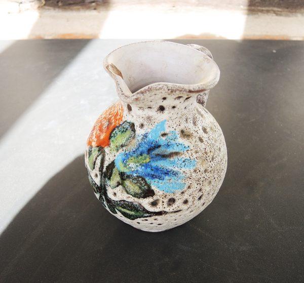 pichet-en-ceramique-pierre-de-lave