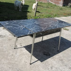 Table en Formica Vintage avec Rallonges : Effet Marbre