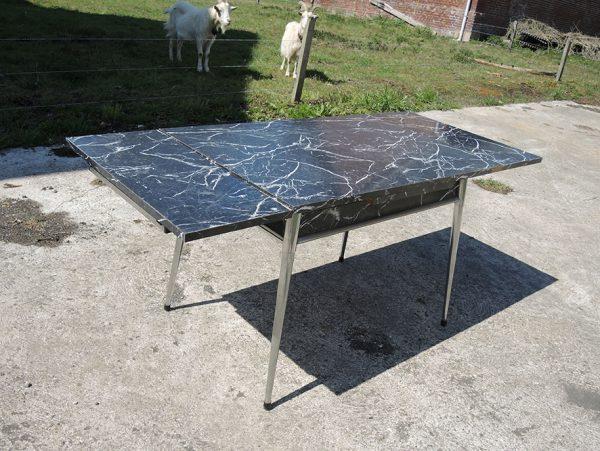 table-en-formica-extensible-imitation-marbre