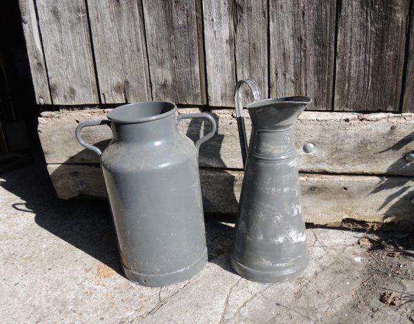 anciens-pot-a-lait-et-broc-en-zinc