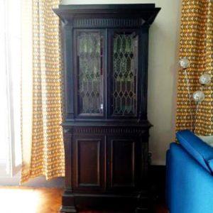 Buffet vintage et gothique en Bois Peint Noir