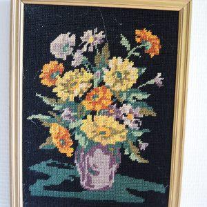 Tableau – Canevas Vintage Encadré : Pot de Fleurs sur Fond Noir