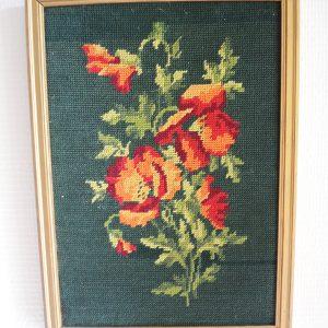 Tableau – Canevas Vintage Encadré : Roses Rouges sur Fond Vert