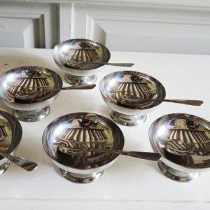 6 Coupes vintage à Glace en Métal avec Leurs Cuillères Assorties