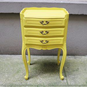 Table de Chevet Vintage en Bois Repeint en Jaune